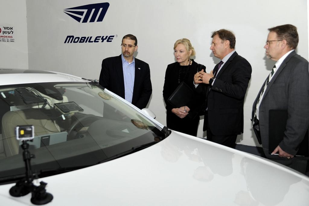 HERE Is Mobileye's Rebound Partner After Tesla Motors Breakup